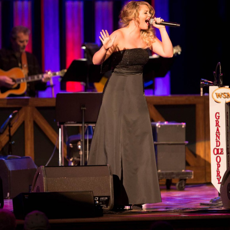 LAUREN ALAINA RETURNS TO OPRY STAGE