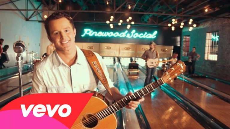 Easton Corbin – Baby Be My Love Song (Behind The Scenes)