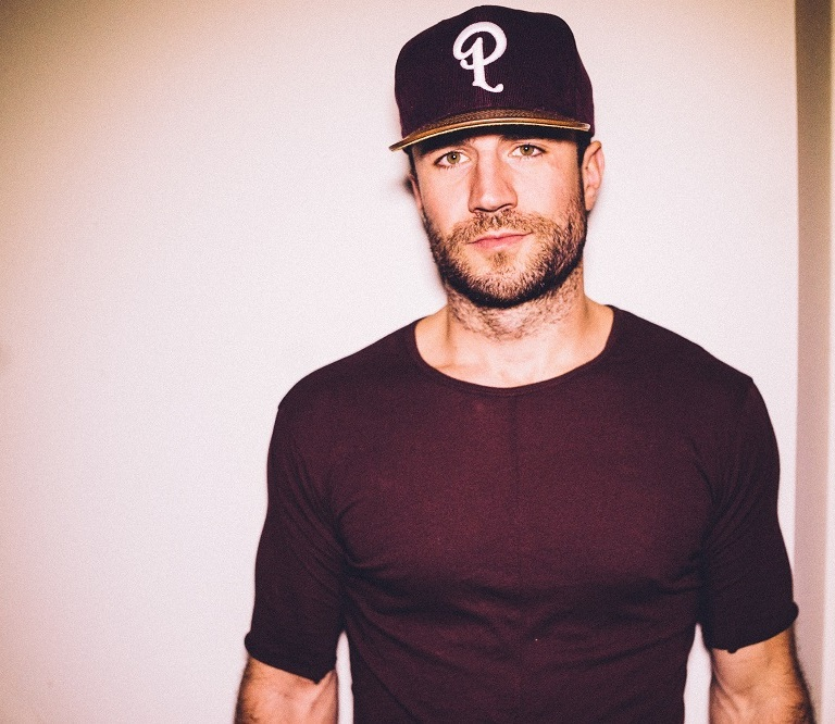"""SAM HUNT MAKES BILLBOARD HISTORY: SCORES FOURTH No. 1 FROM DEBUT ALBUM WITH """"MAKE YOU MISS ME"""""""